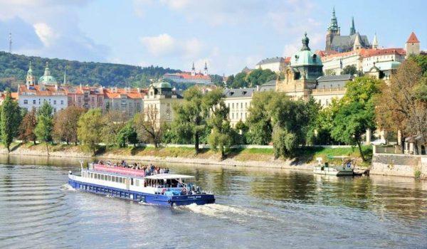 Vyhlídková plavba po Vltavě