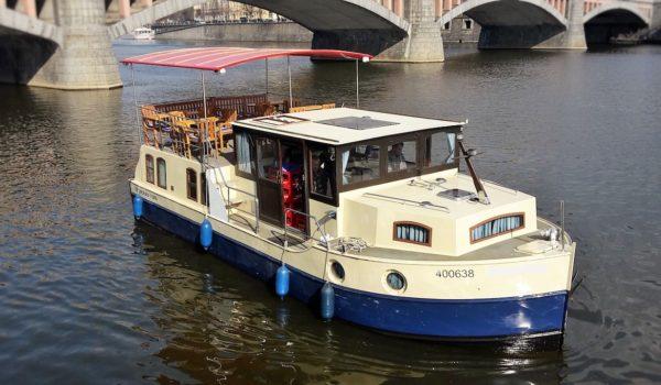 pronájem lodi Praha